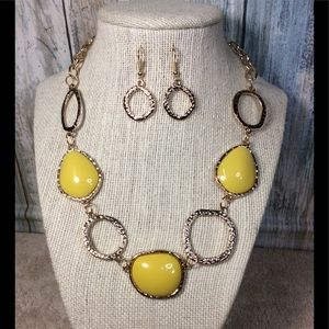 Paparazzi necklace in Gold & Yellow